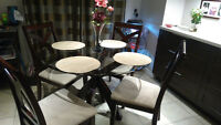 Beautiful/Modern Round Glass Table for 4