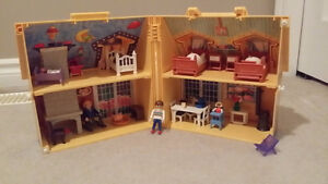 ★★➤ Doll House -- EXCELLENT Condition