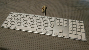 Wired apple keyboard,A1243 with apple mouse