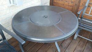 Outdoor fire pit + table – Only 2 ys old-Stored inside in winter