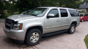 2009 Chevrolet Suburban LT with CarFax Report