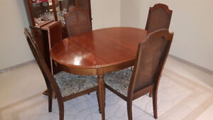 Dining Room Table, 6 chairs & China Cabinet