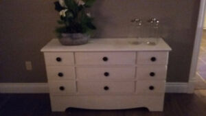 change table /dresser
