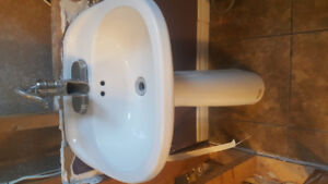 Matching sink/toliet for sale