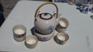 Chinese tea pot, 6 cups and warmer NEW