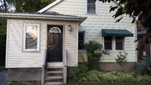SMRT- LOTS OF POSSIBILITIES WITH THIS 1.5 STOREY S.SIDE PROPERTY