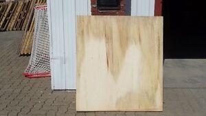 morceaux de plywood 3/4