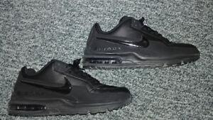 ~~ Nike Air Max ~~ Size 9.0 ~~