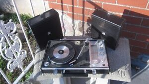 Vintage Portable radio, record player, amp & speakers in case London Ontario image 1