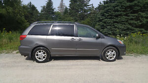 2004 Toyota Sienna XLE Minivan, Van