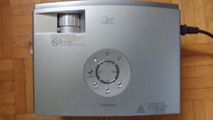 TOSHIBA TDP-P75 PROJECTOR 179 HOURS PROJECTOR