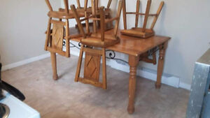 Table en bois solide et 4 chaises