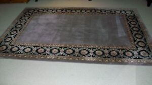 Traditional Style Area Rug