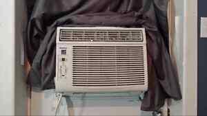 Air climatisé 10000 btu 120$ Négociable