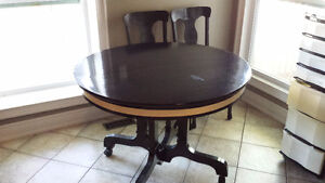 ROUND DINING TABLE - 5 CHAIRS AND 3 LEAVES
