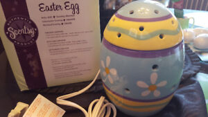 Scentsy Full Size Easter Egg Warmer