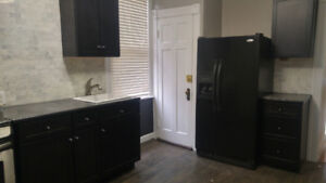 1bdrm-MainFl Victorian with 2 car PARKING downtown on Eastbourne