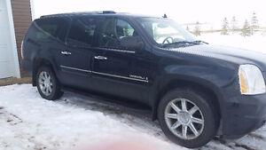 GMC Yukon Denali XL