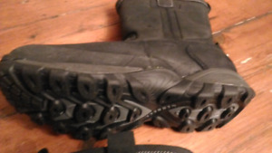 MERELL MEN'S BOOTS (SIZE 10)