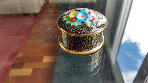 Plant TUSCAN - Covered Powder/Pill Dish - Porcelain Flower Top North Shore Greater Vancouver Area image 2