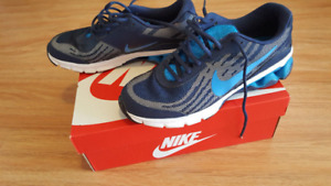 NEW MenS Nike shoes Size 8.5NEW IN BOX