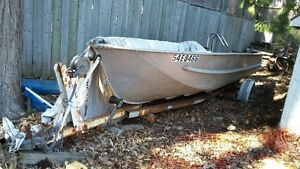ALUMINUM 22FT FISHING BOAT W/TRAILER AND 40HP MOTOR