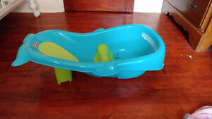Fisher-Price Whale Grow with me baby Bath Tub / Bain pour bebe