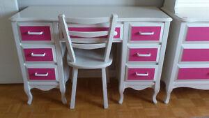 Mobilier de chambre à coucher blanc et rose pour jeune fille