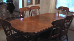Dinning room table with 6 chairs / room for 8 chairs