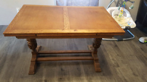 Antique extendable table & 4 chairs.