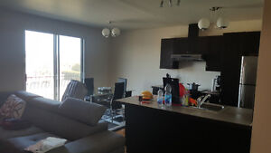 GRAND 41/2 DISPONIBLE 1ER JUILLIET, A CHOMEDEY STYLE CONDO!