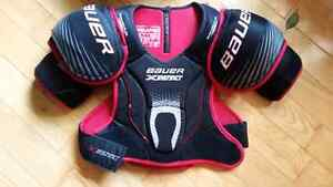 Men's small Bauer shoulder pads