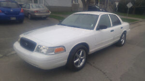 2005 Ford Crown Victoria Pursuit de base Berline