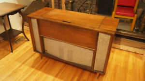 Antique Viking AM/FM Console Radio & Turntable