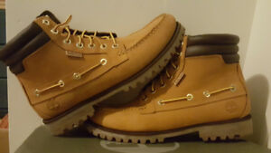 **Mint Condition** Mens Timberland Oakwell Wheat Boots (Size 10)