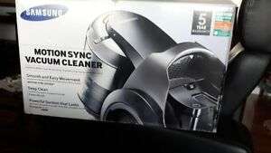 Samsung Motion Sync Canister bagless Vacuum