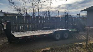 2006 - 20 foot gooseneck ball hitch  trailer with ramps.