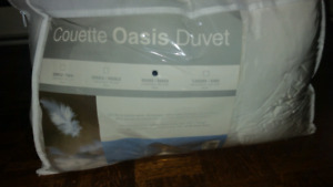Used Once Couette Oasis Duvet Duck Down for Queen Bed