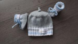 tuques  et chaussons pour bébé prématuré ou 3-6 mois