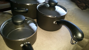 Farberware pot set.