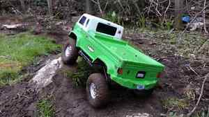 AXIAL SCX10 RC 1/10 SCALE  TRUCK  RTR