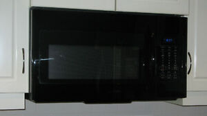 Samsung Over-the-range Microwave 1.5 years old - in box