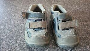 7M StrideRite Blue Running Shoes