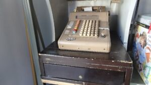 CASH REGISTER, ANTIQUE. REDUCED TO $15 FROM $25.