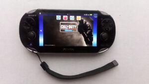 PSP Vita + 2 jeux d' action +  2 jeux sport + une carte mémoire