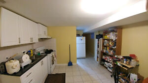 4-br basement apartment Steps to U of T