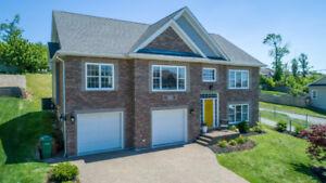 Stylish Home in Prestigious Portland Hills! 265 Bellbrook Cres.