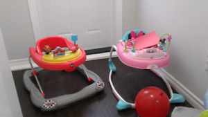 Mobile exersaucer
