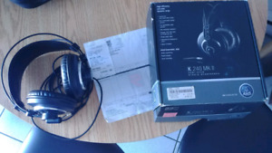 AKG 240 MK II - SEMI OPEN STUDIO HEADPHONES
