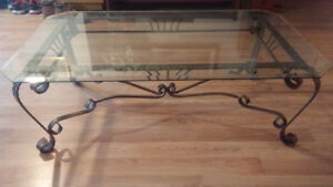 Gorgeous glass top coffee table in perfect condition!!!***